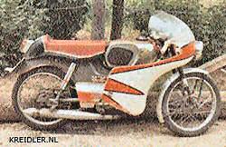 Het begin: Een Kreidler Florett, natuurlijk in race trim met kuip, clipons en racezitje.