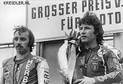 De Spanjaard angel Nieto (rechts) gaf Herbert Rittberger in 1974 op de Nürnburgring het nakijken.
