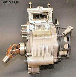 Slimme oplossing : Bij het 125 zoals ook bij het 80 cc blok voorzag Rittberger de gietmal voor het gieten zowel met een inlaatschijf als ook met een membraan. Aan de linkerkant de adapter voor de testbank.