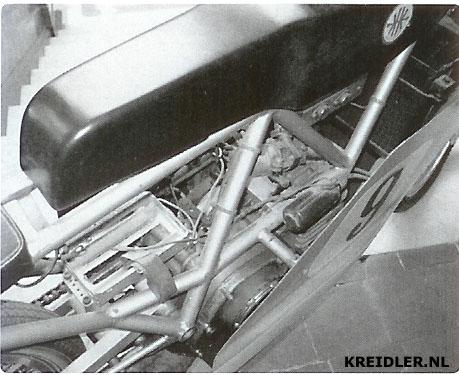 De Scrab Kreidler voorzien van een Grand Prix blok.