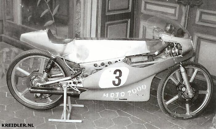 De Kreidler met monocoqueframe heeft een groene kuip, de kleur waarin Romero reed. Het frame is vrijwel een kopie van een Bultaco.
