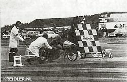 André Gebben tijdens zijn recordpoging op het Britse vliegveld Elvington. De machine was uitgerust met een stroomlijnkap.