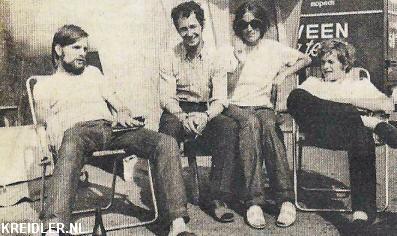 Rienus Boerstra, Jan de Vries en Jos Schurgers met een bewonderaarster in de Joegoslavische zon.