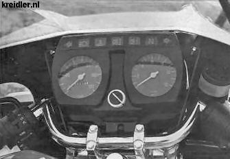 Compleet dashboard van de Florett, met toerenteller en sportstuurtje