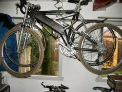 Door Rijk gebouwde volgeveerde mountainbike