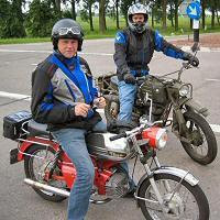 Gijs - Kreidlerclublid januari 2009 - Op zijn rode RS samen met maat Richard (Eulie) op weg naar Lexmond in 2004.