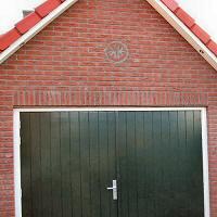 Gijs - Kreidlerclublid januari 2009 - De nieuwe garage, met Kreidlerlogo op de gevel. Gebouwd met hulp van Ries, Melvin en Eulie.