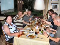 Gijs - Kreidlerclublid januari 2009 - Tijdens de Meeting in Bad Bruckenau 2008, Gijs proost met zijn biertje, aan tafel ook Tjerry, Gert, Eulie en Miller.