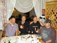 Een biertje slaat Eddy (in het midden) niet af!