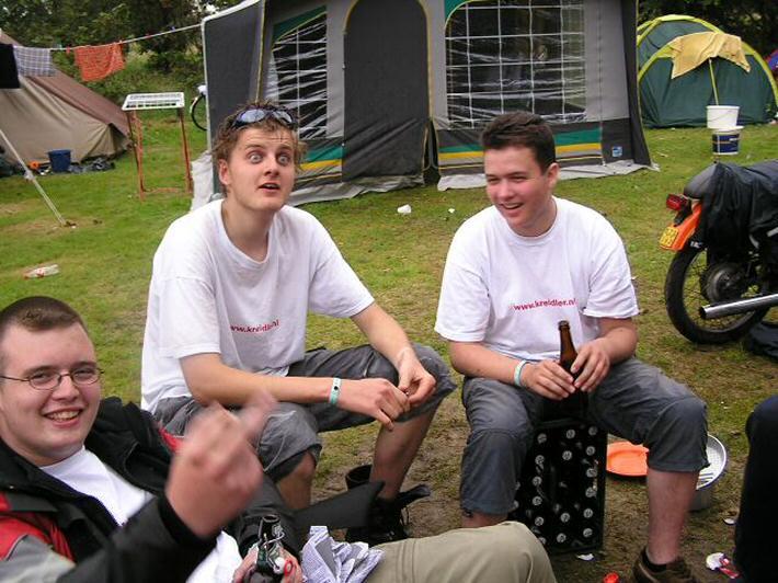 Ries, Joris en andere vrienden tijdens de Kreidlervakantie naar Zeeland, 2004