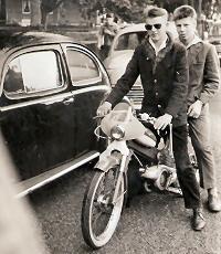 Huib's vader reed Puch.