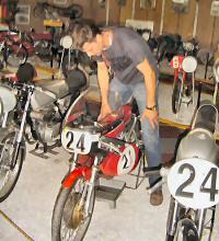 André - Kreidlerclublid juni 2008 - Op een racer in het Lexmond museum in 2006