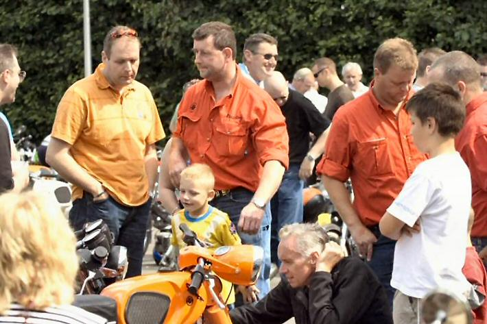Rick Rol - Kreidlerclublid september 2009 - In Lexmond 2007, Rick in het oranje shirt