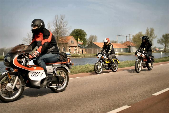 Johan (Emilio) - Kreidlerclublid oktober 2009 - Bloembollenrit 2009 op de RS met 007 kuip