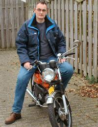 Erik - Kreidlerclublid november 2008 - Op zijn oranje Kreidler RMCS.